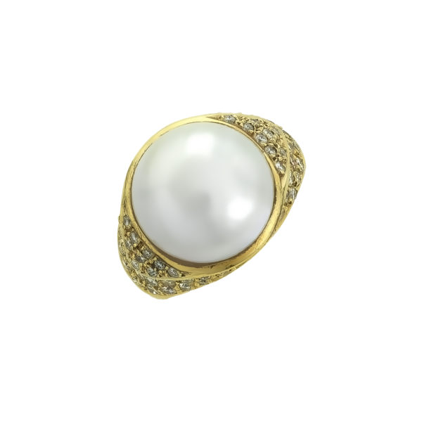 18K yellow Gold Mabe Pearl and Diamonds ring.