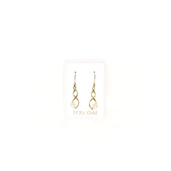 14K Gold dangly earrings with pearls.